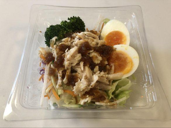たんぱく質が摂れる鶏むね肉サラダ 398円(税抜)
