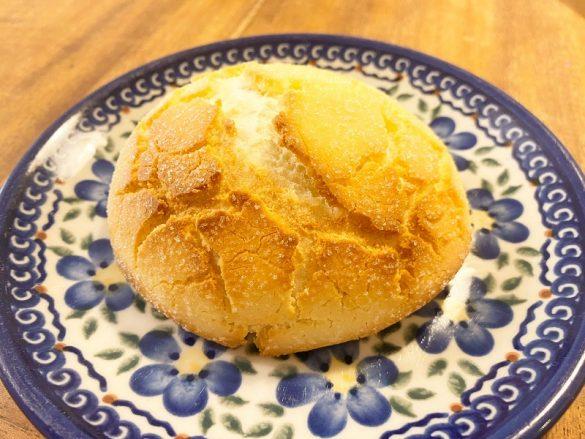 オーブンで焼くとふくらんだメロンパン