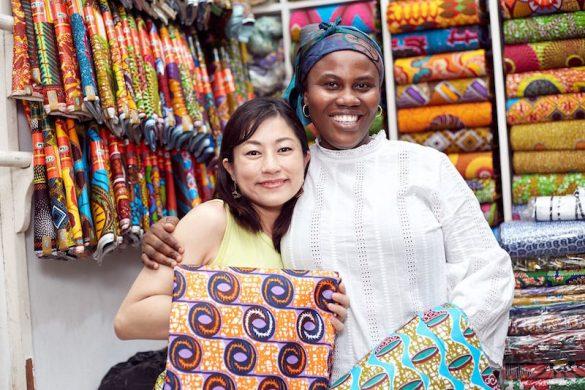 大森さんとアフリカ・ガーナの女性