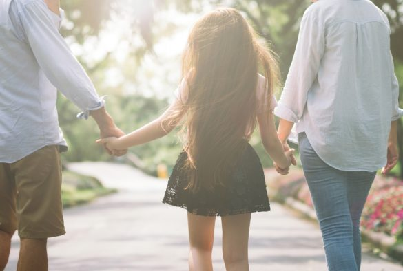 子供、親子、女の子、女児と両親