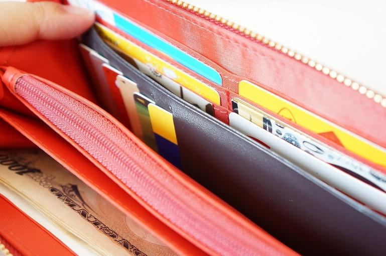 財布に入れたままカードを取り出すことはできない