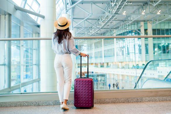 パスポートと別人? 空港スタッフ女が内心焦ったお客さまたち