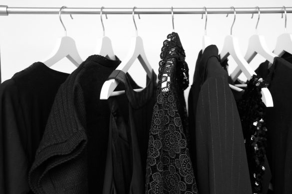 30~40代に似合う「黒い服の選び方」