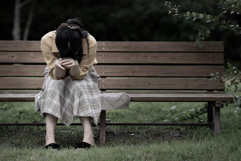 後悔、孤独、反省、落ち込み、ショック