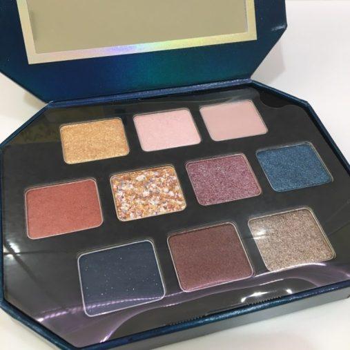 パレットには既存の人気4色と限定カラーの6色が。