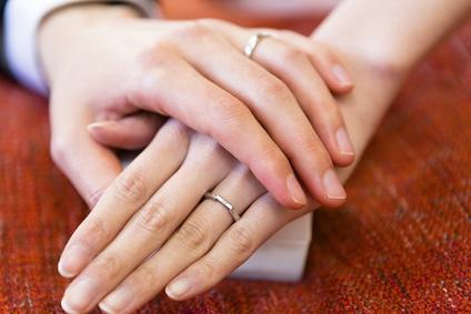 ペアリング、手つなぎ、カップル、夫婦、結婚指輪