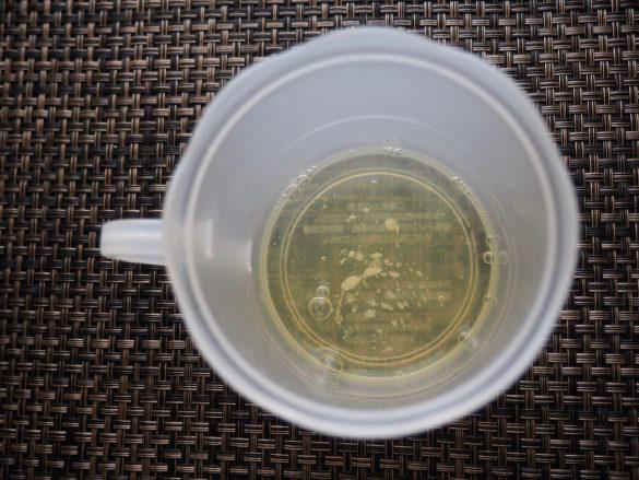 (1)本体カップに卵白と塩を入れる