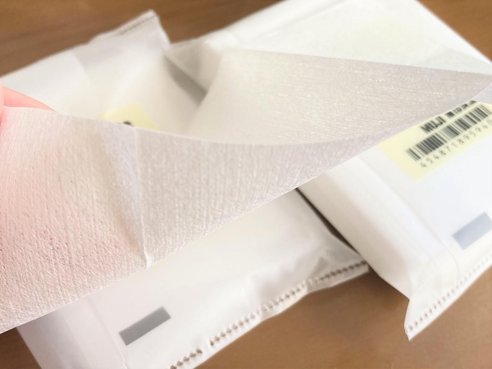 使われているのは、アクリル系不織布と呼ばれる素材