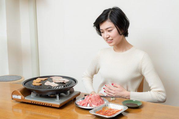 焼肉後のイヤ〜な胃もたれとオサラバ、食後の胃に流し込むといいものって?