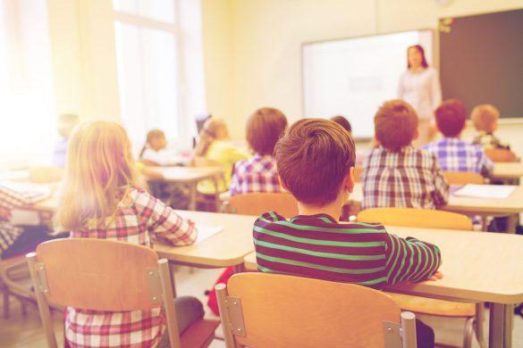 小学校 教室 教師 子ども