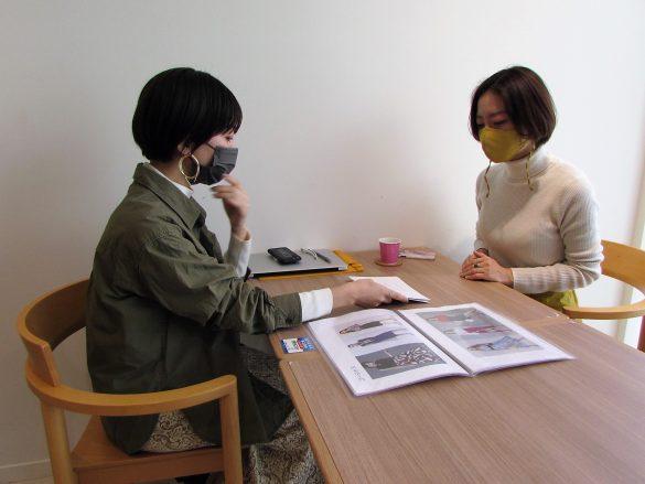 熊谷さんに顔タイプ診断してもらう筆者