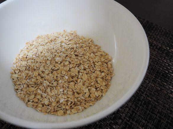 オートミール(燕麦/えんばく)は、オーツ麦を脱穀して加工した食品