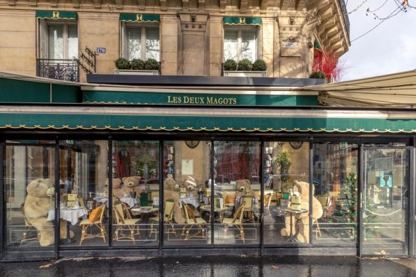 パリ6区のカフェ「ドゥ・マゴ」