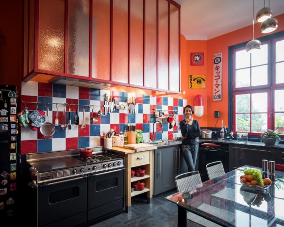 中村江里子さん宅のキッチン。お料理をしたり、おやつを用意したり、仕事をしたり…大好きな場所