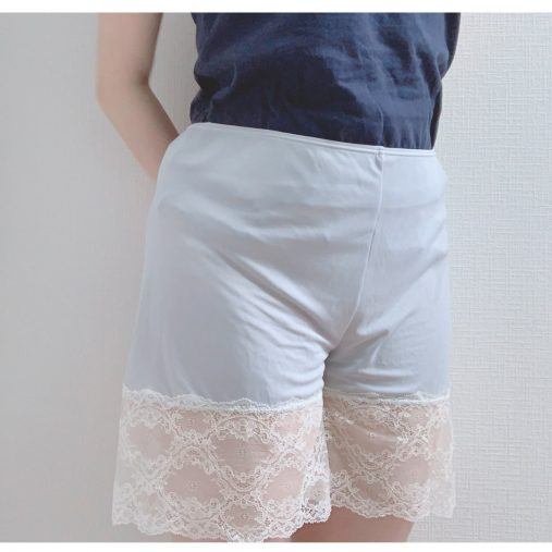 白スカートでのエチケット