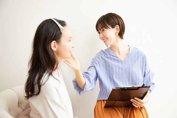 熊谷麻衣子さん(右)