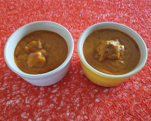 バターチキンをローソン(左)とセブンイレブン(右)で比較。セブンのチルドタイプはお肉のジューシーさや辛味が良い。ローソンはマイルドでクリーミー