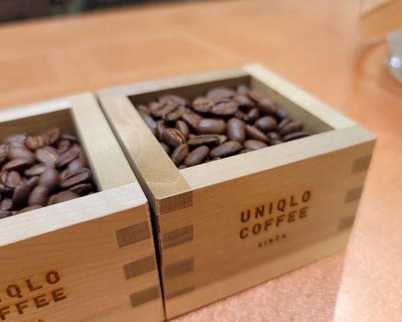 数量限定の「ゲイシャ種ハンドドリップコーヒー」に使われるコーヒー豆が店頭に置かれている