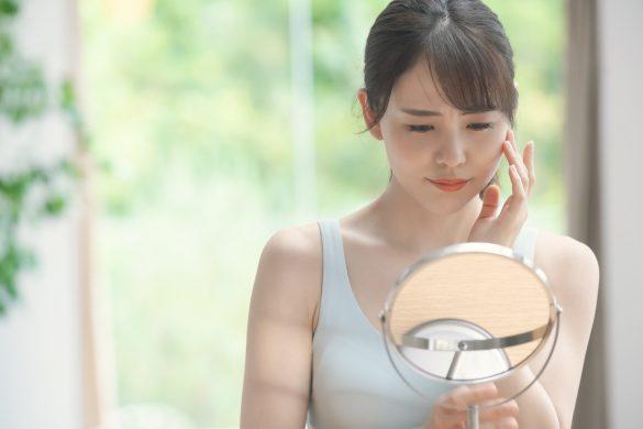 お肌で悩む女性 美容イメージ