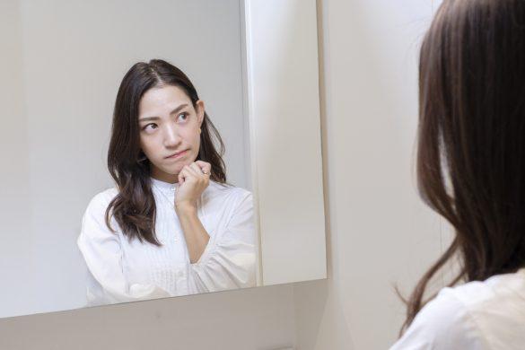 鏡の前で悩み