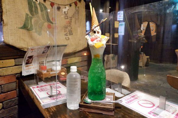 珈琲屋OB・保木間店の特大クリームソーダ×パフェ